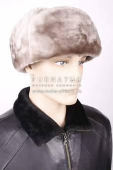Шапка из бежевой овчины с черной кожей ОМ-18