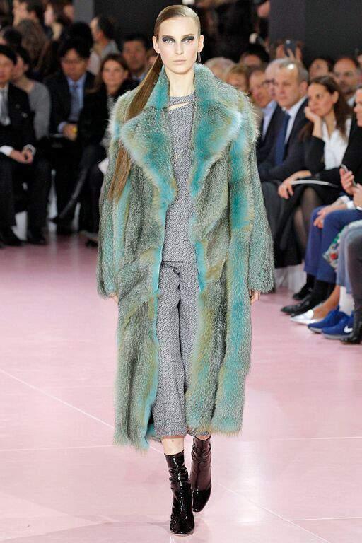 пальто из лисицы grey голубой фото